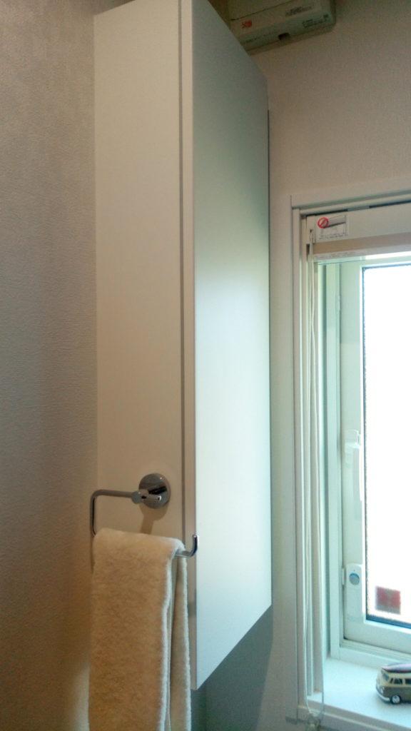 トイレ奥側の収納棚(大サイズ)