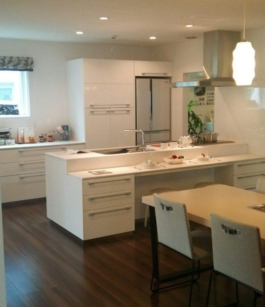 清潔感のある白色キッチン