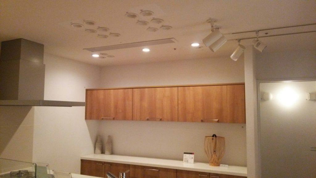 ショールームでは、キッチン付近の照明量と色合いを確認することができました♪