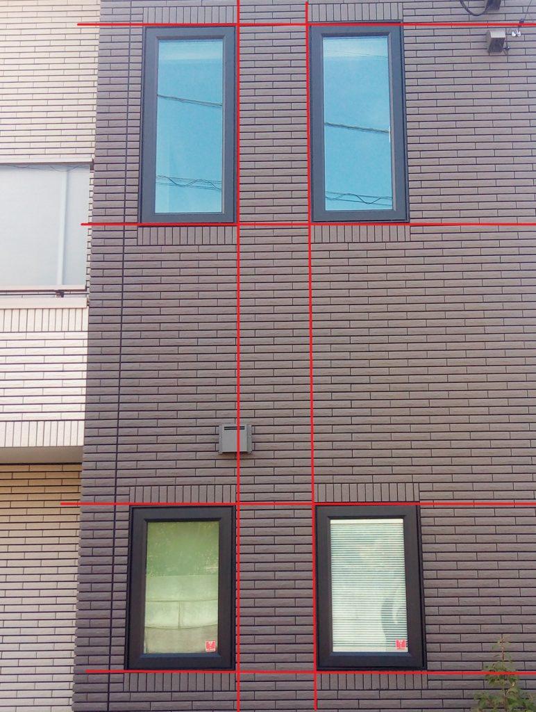 窓枠の位置は、縦方向と横方向を一直線に合わせるとバランスが整います!
