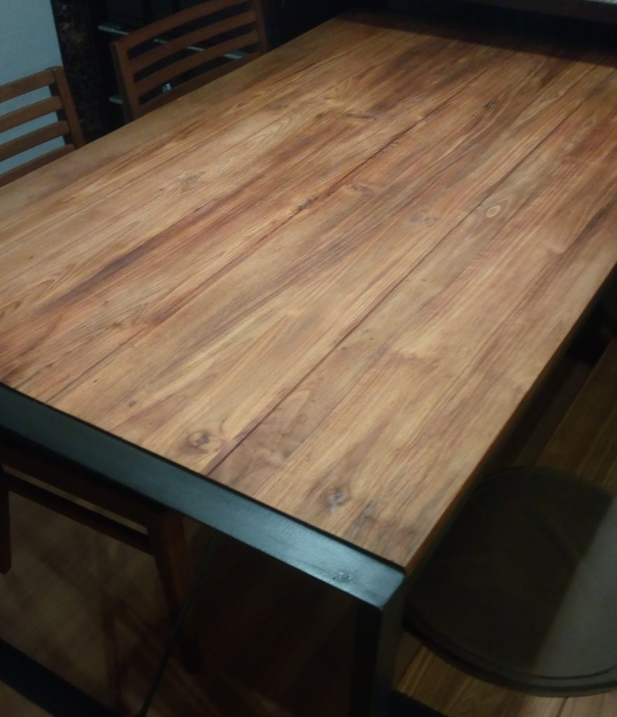 チーク材のダイニングテーブルd-bodhiシリーズ。黒アイアンがかっこいい!