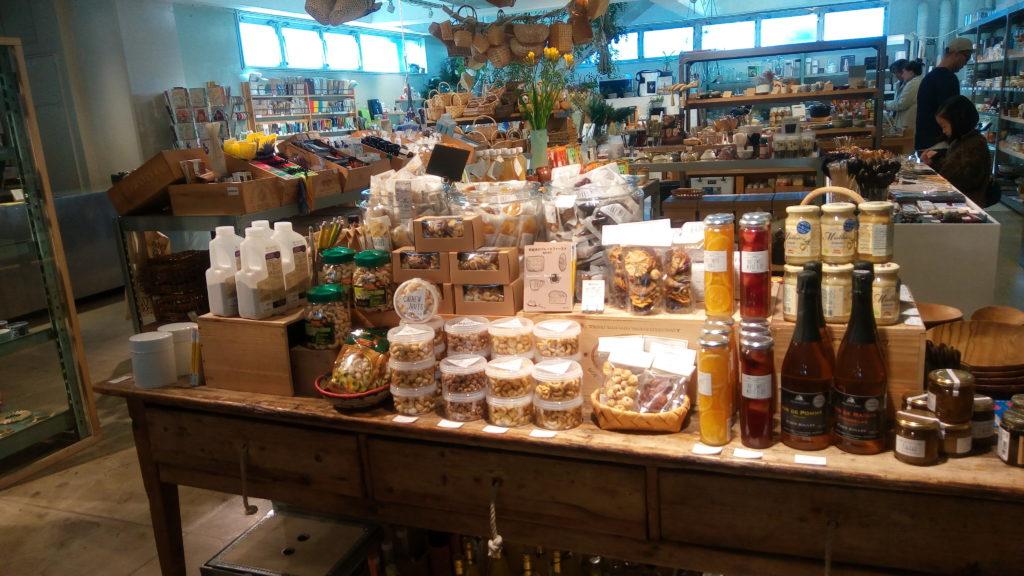 Today's Specialの店内のようす。日常を特別にしてくれる商品が並んでいる。
