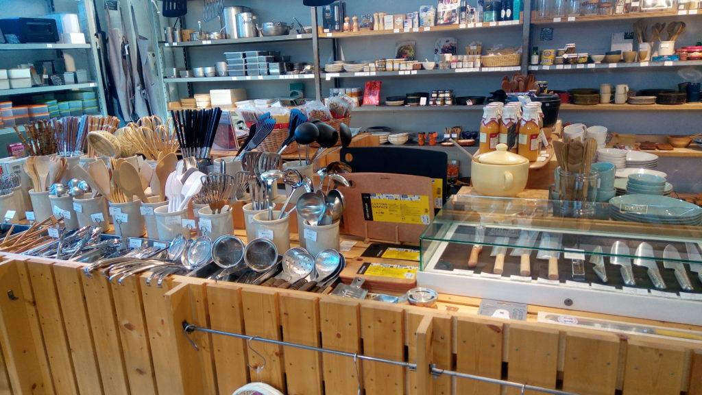 調理器具もたくさんの種類が販売されている