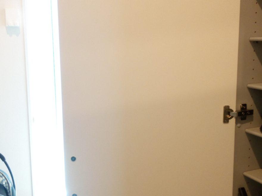 手前の扉に鏡がついていればもっと実用的になる?