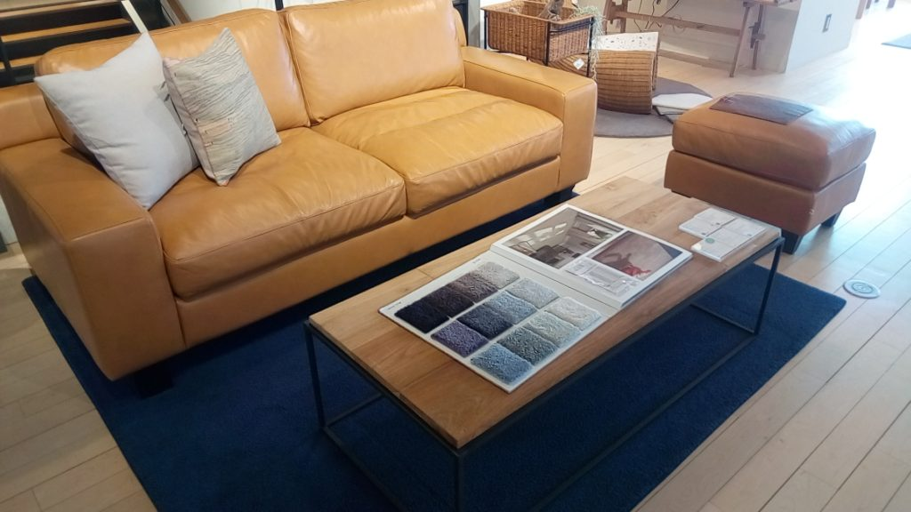 キャメル系のソファ