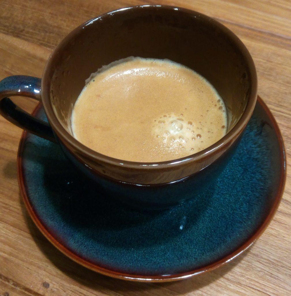 実際にコーヒーをそそいでみたコーヒーカップ