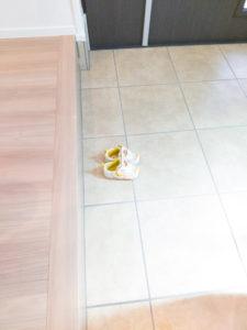 玄関の上がりまちは横に広く取ると靴を脱ぎ履きしやすい