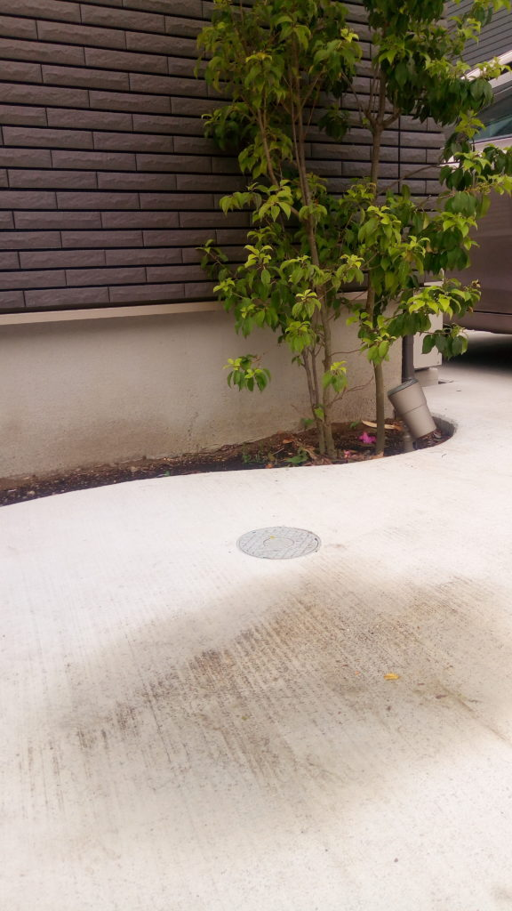 外構のコンクリート土間に水たまりができてしまう!