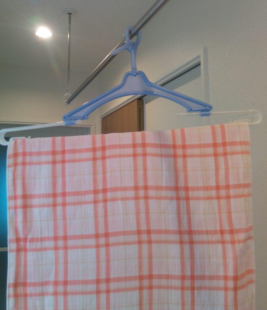バスタオルハンガーには、大判のタオルなども干しやすい