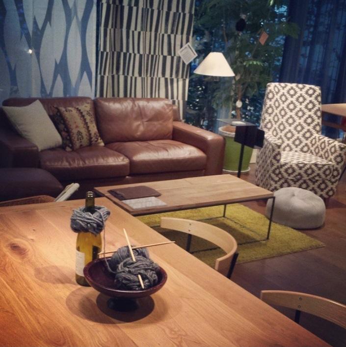 素材感の美しいダイニングテーブル@自由が丘イデーショップ
