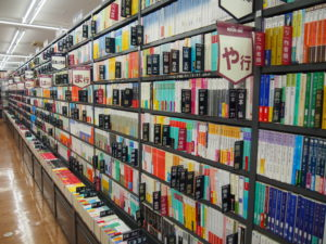 店内には豊富な本の品揃え