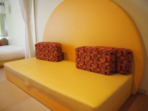 大きな低めのソファー