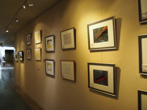 廊下には有名アニメの原画が掛けられています