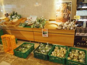 新鮮なお野菜販売コーナーも