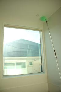 天井の照明もモップがけできます