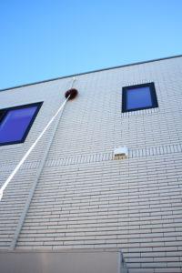ブラシは外壁や雨樋の掃除に役に立ちます。