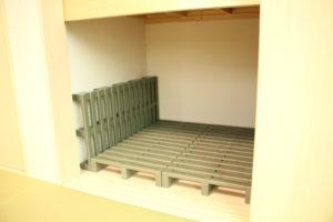 壁側にもスノコを設置することで、通気性アップ!