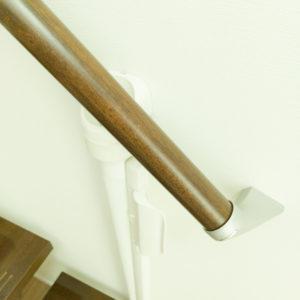 ロール側は階段手すりに隠れてしまう