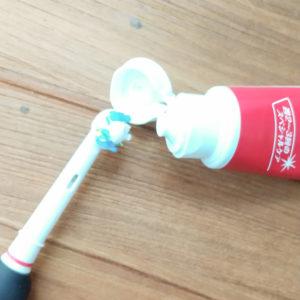 一般的な歯磨き粉のように歯ブラシにつける