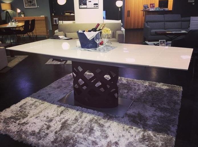 大理石を使ったI型ダイニングテーブル@クラスティーナ横浜店