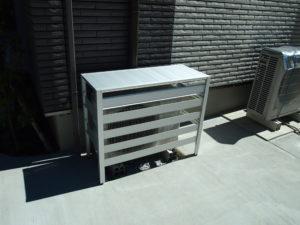 エアコン室外機にアルミ製カバーを設置